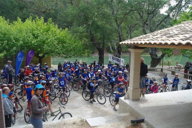 Les participants réunis pour l'épreuve de VTT