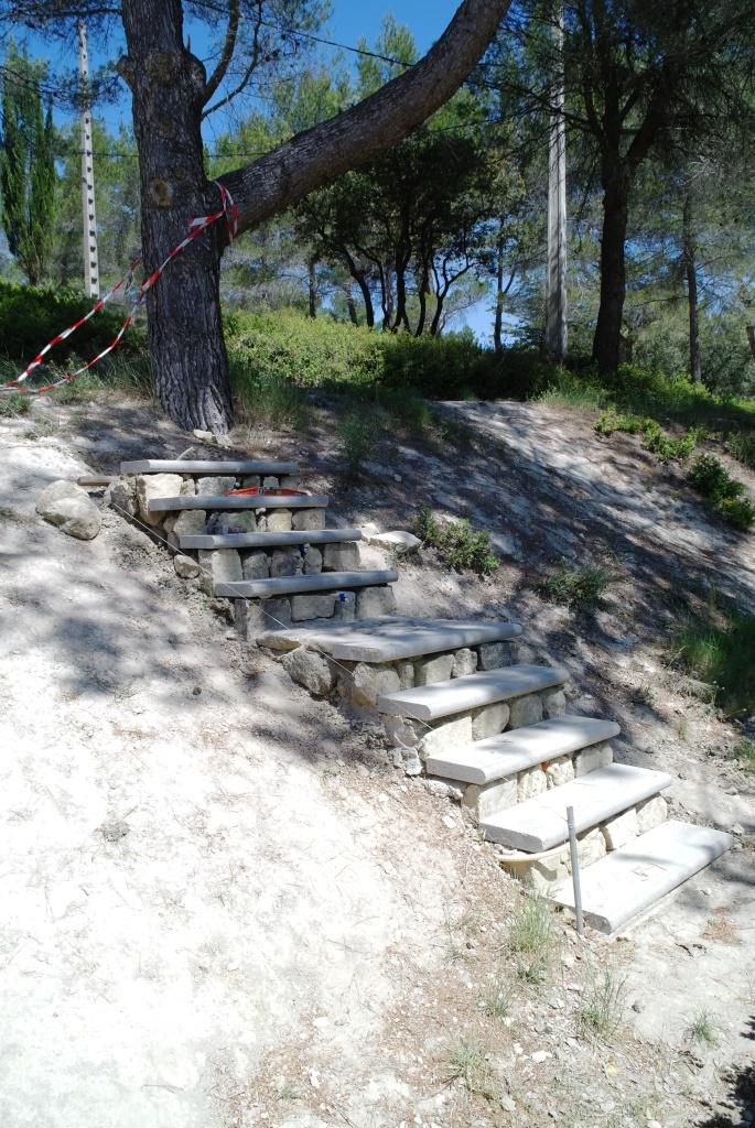 Les nouveaux escaliers pour accéder directement aux toilettes.